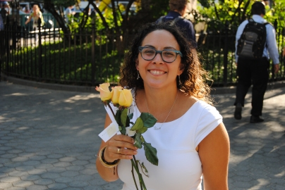 daphnie-smile-with-roses